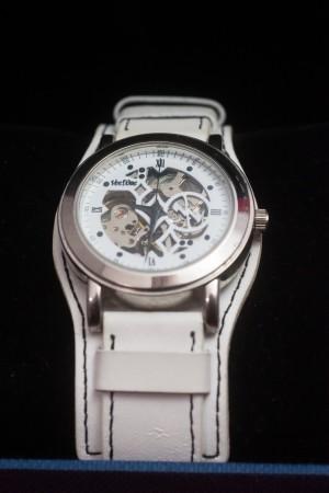 Ven Domeの手巻き腕時計